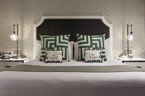 Room - Carlyle Inn Los Angeles