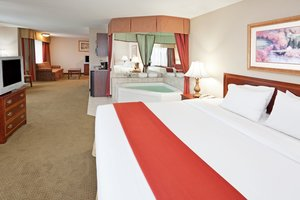 Suite - Holiday Inn Express Hotel & Suites Cranberry