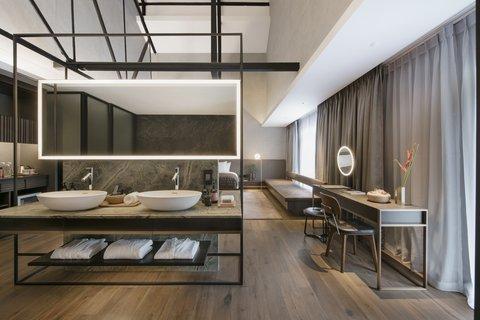 River View Suite Bathroom