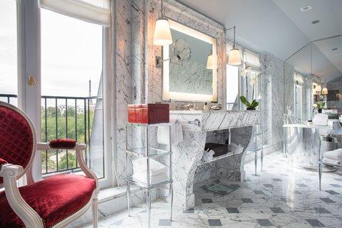 La Reserve Paris Suite Bathroom