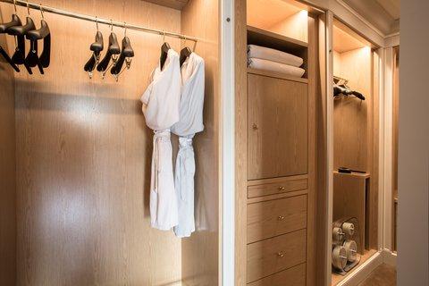 La Reserve Paris Suite Dressing