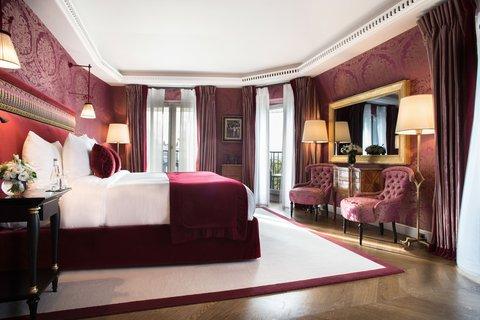 La Reserve Paris Suite Room