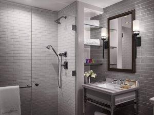 Room - Plaza La Reina Hotel UCLA Los Angeles