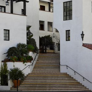 Plaza La Reina Hotel UCLA Los Angeles, CA - See Discounts