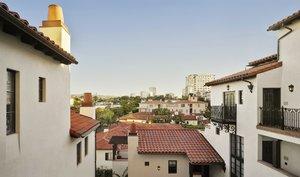 Exterior view - Plaza La Reina Hotel UCLA Los Angeles
