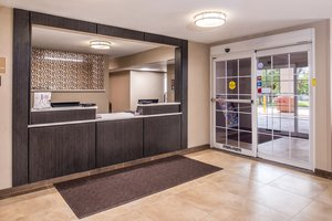 Lobby - Candlewood Suites West Topeka