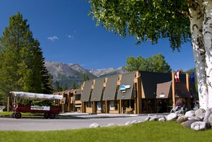 Exterior view - Marmot Lodge Jasper