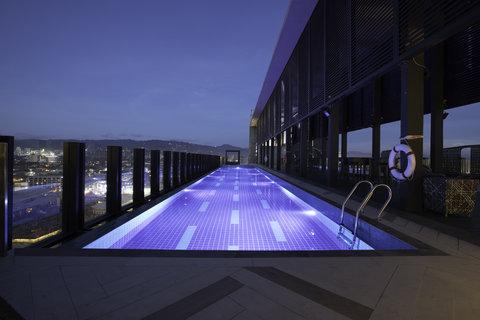 Pool at Bai Hotel Cebu