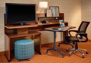Room - Fairfield Inn & Suites by Marriott Woodstock