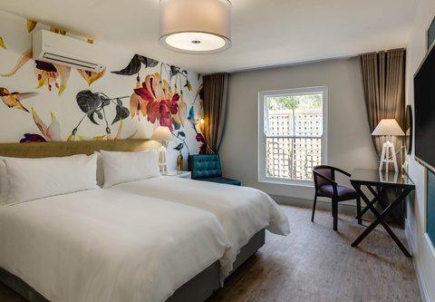 Twin/Twin Deluxe Guest Room - Bedroom