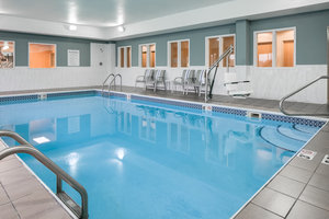 Pool Holiday Inn Express Hotel Suites Clinton