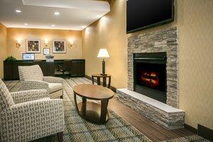 Lobby - Holiday Inn Express Hotel & Suites Clinton