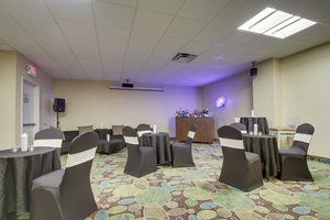 Ballroom - Holiday Inn Westbury Carle Place