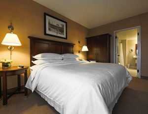 Room - Sheraton Hotel Downtown Duluth