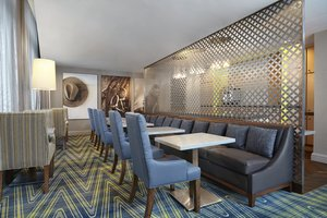 Bar - Sheraton Suites Eau Claire Calgary