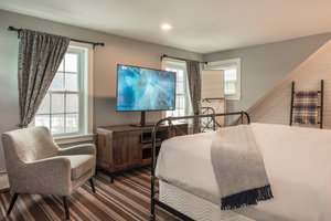 Suite - Inns at the Equinox Manchester Village