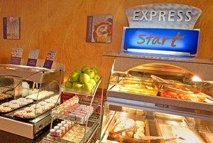 Restaurant - Holiday Inn Express Harmarville