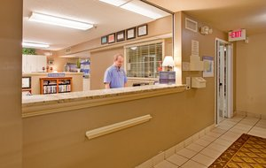 Lobby - Candlewood Suites Overland Park