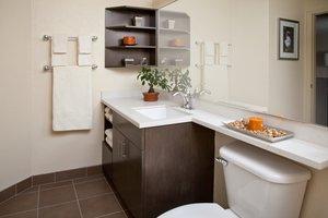 - Candlewood Suites West Des Moines