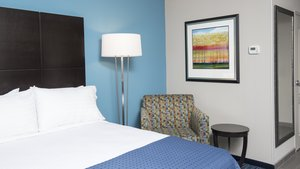 Room - Holiday Inn Airport Indianapolis