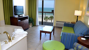 Suite - Holiday Inn Hotel & Suites Daytona Beach