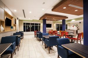 Lobby - Holiday Inn Express Hotel & Suites California