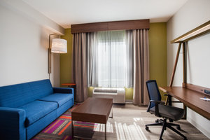 Suite - Holiday Inn Express Hotel & Suites California