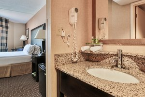Room - Holiday Inn Express Saugus