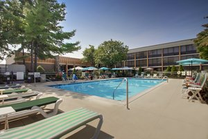Pool - Holiday Inn Westbury Carle Place