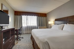 Suite - Holiday Inn Westbury Carle Place