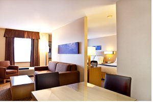 Suite - Holiday Inn Express Hotel & Suites Langley