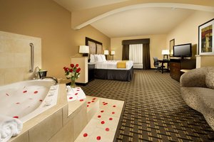 Suite - Holiday Inn Express Hotel & Suites Denton
