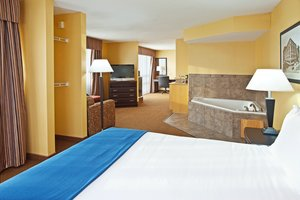 Suite - Holiday Inn Express Hotel & Suites Hillview