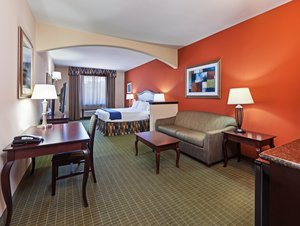 Suite - Holiday Inn Express Hotel & Suites Henderson