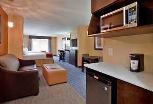 Suite - Holiday Inn Express Hotel & Suites St Louis Airport