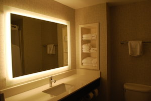 - Holiday Inn Express Hotel & Suites Kingsport