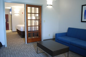 Suite - Holiday Inn Express Hotel & Suites Kingsport