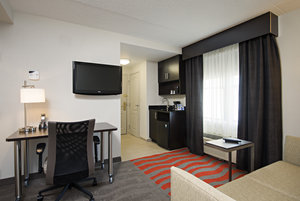 Suite - Holiday Inn Express Hotel & Suites Cambridge