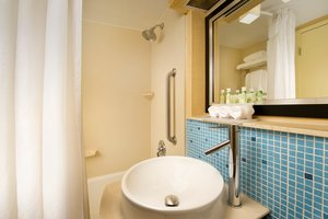 - Holiday Inn Express Hotel & Suites Annapolis