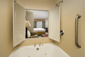 Suite - Holiday Inn Express Hotel & Suites Annapolis