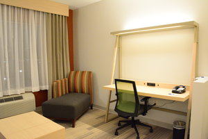 Room - Holiday Inn Express Hotel & Suites California