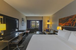 Room - Holiday Inn Mart Plaza Chicago