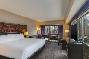 Room - Holiday Inn Mart Plaza Chicago