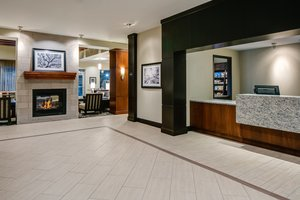 Lobby - Staybridge Suites Downtown Des Moines