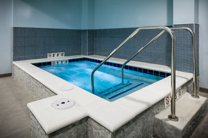 Pool - Staybridge Suites Downtown Des Moines