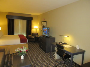Suite - Holiday Inn Express Hotel & Suites Butler