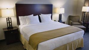 Room - Holiday Inn Express Hotel & Suites Hillside