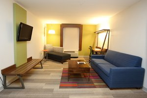 Suite - Holiday Inn Hotel & Suites Newport News