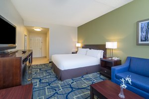 Suite - Holiday Inn Express Hotel & Suites Easton