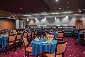 Restaurant - Crowne Plaza Hotel Newark Airport Elizabeth